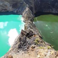 Les deux lacs du Kelimutu