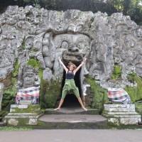 Happy devant la grotte de l'éléphant