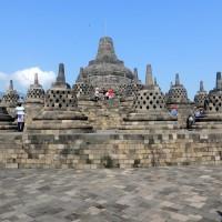 Au sommet du temple de Borobudur