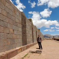 Les constructions rectilignes de Tiwanaku