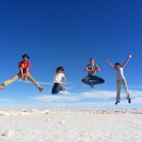 Lévitation sur le Salar d'Uyuni