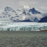 En arrivant en bateau sur le Perito Moreno