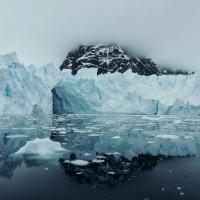 Forteresse de glace sur mer d'encre