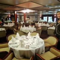 Dans le restaurant du navire